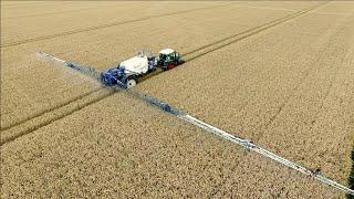 getlinkyoutube.com-Spraying winter wheat | FENDT 415 vario & Delvano trailed sprayer | Vrolijk Landbouw