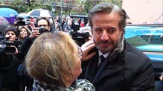 getlinkyoutube.com-Christian De Sica e Vanzina al Funerale di Manuel - Video