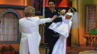 """""""Margarito"""" vestido de novia, se enoja cuando lo cargan"""