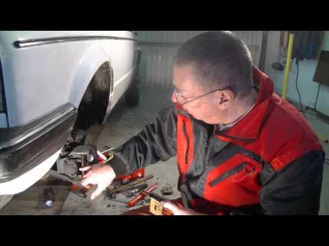 Replacing Brakes/Bremsenwechsel/Меняeм тормозные колодки на/VW Golf
