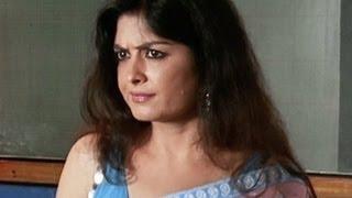Sexy Teacher Enters The Class - Humne Jeena Seekh Liya