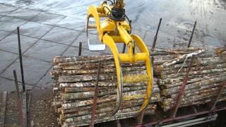 SENNEBOGEN - Timber Handling: 860 Mobile Material Handler operating a 3,0 m² log grab
