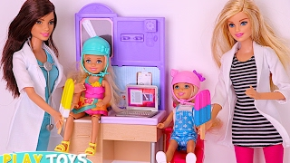 getlinkyoutube.com-Barbie Doctor ice cream treats saves twins dolls Annabel & Chelsea from horse accident in the park