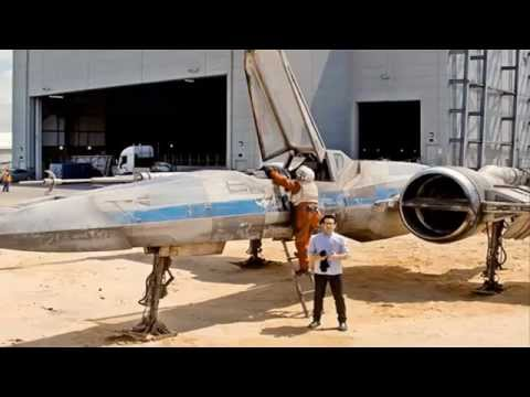 Star Wars director JJ Abrams shows X-Wing - Fighter Director de la Guerra de las Galaxias