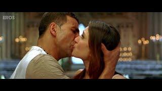 Kareena & Akshay Kumar kissing on screen width=