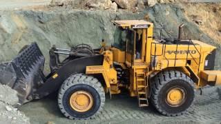 getlinkyoutube.com-Volvo L330E Wheel Loader Loading Trucks With Three Passes