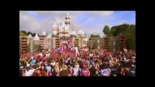 SELENA GOMEZ DEMI LOVATO MILEY CYRUS SINGING SONGS OF CHRISTMAS