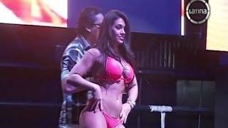 getlinkyoutube.com-La sensual Vania Bludau se lució en pasarela