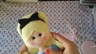 getlinkyoutube.com-Mostrando meu trabalho em feltro (Boneca Alice)