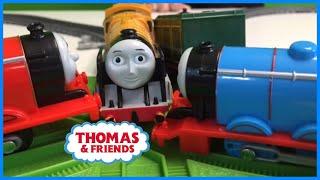 getlinkyoutube.com-Thomas & Friends Track Master Train Locomotive Battle Part #2