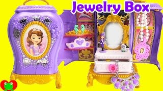 getlinkyoutube.com-Sofia the First Jewelry Box with Surprises