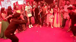 getlinkyoutube.com-Raftaar dance on kala chasma song!