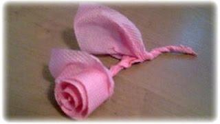 Как сделать бумажную розу из салфетки