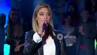 Cantó el tema de Las estrellas de Daniela Herrero pero no coincidió con producción
