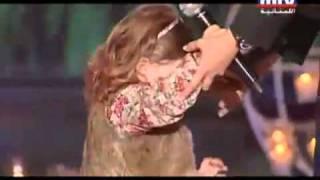 getlinkyoutube.com-نانسي تغني مع ابنتها ميلا يارب تكبر ميلا 2011