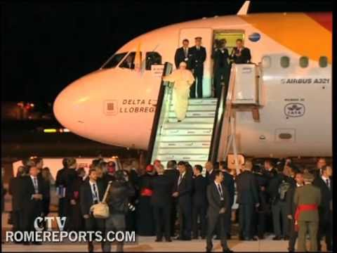 Pope says goodbye to Spain