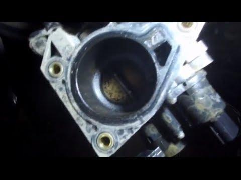 Закоксованый двигатель ТОЙОТА Passo отмываем и моем дроссельную заслонку