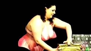 Video HOt Mama Montok Buka baju satu-persatu