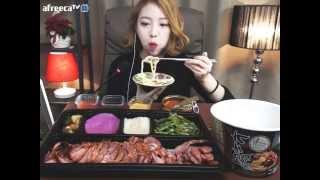 getlinkyoutube.com-오리훈제바베큐,편의점우동 :슈기의 먹방 [Shoogi's Eating Show] barbecue & udon