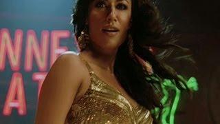Chitrangada has crush on Akshay Kumar | Desi Boyz | Movie Scene width=