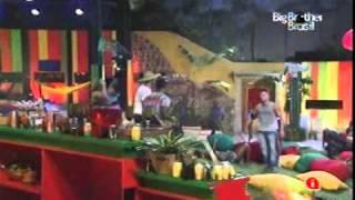 getlinkyoutube.com-BBB11 - Natália e Diana - Festa Rasta pt2