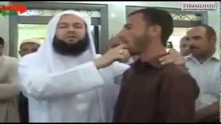 Fuqia e madhe e Allahut xh.sh hoxha reciton disa vargje Kuran,memeci fillon te flet (Emocionale)