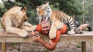 getlinkyoutube.com-Big Cat Enthusiast Owns Six Tigers And Two Lions