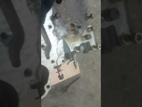 Где находится в Мицубиши RVR натяжной ролик ремня генератора