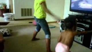 getlinkyoutube.com-lil sis nijah and my daughter dancin to ciara ride