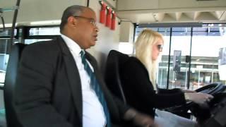 getlinkyoutube.com-Moi entrain d'apprendre de conduire un bus :)