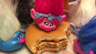 getlinkyoutube.com-Тролли в Макдональдсе Хэппи Милл с Торолями Тролли в Минске распаковка Троллей mcdonalds toys trolls