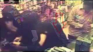 getlinkyoutube.com-شاب يتحرش بفتاة سعودية داخل إحدي المحلات