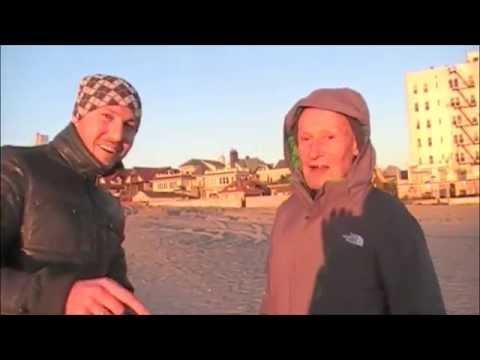 Коп монет и золота на пляже Нью-Йорка
