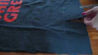 getlinkyoutube.com-DIY: No Sew Pillow from Old T-Shirt