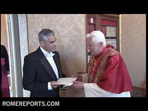 New U S  Ambassador to the Holy See Miguel Diaz presents his credentials to the pope