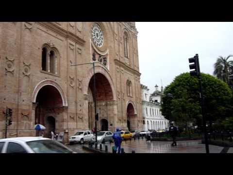 Cuenca, Ecuador – Nueva catedral y plaza