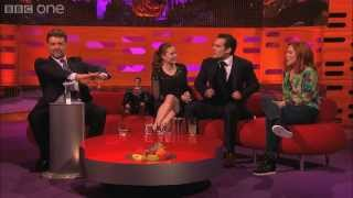 getlinkyoutube.com-Russell Crowe controls the red chair - The Graham Norton Show - Series 13 Episode 11 - BBC One