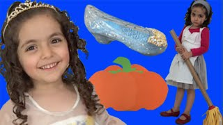 getlinkyoutube.com-Cinderella New Toys From 2015 Movie Unboxing Surprise Pumpkin Egg + Kiss, Dance, Dress