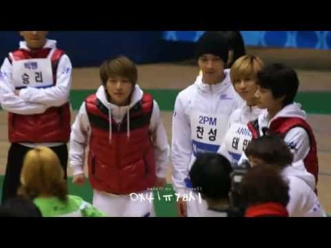 [FANCAM] 110123 SHINee Onew rock version Cheer for f(x) Luna {LUNEW}