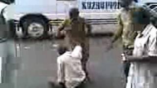 getlinkyoutube.com-Gunda attacked Lady Constable Near Irinjalakuda Busstand