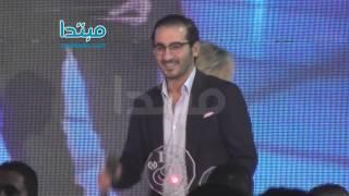 getlinkyoutube.com-قفشات احمد حلمى تثير الحاضرين بحفل «الدير جست»