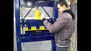 getlinkyoutube.com-TCC Dobradeira Hidraulica Manual
