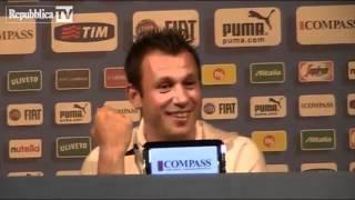 """getlinkyoutube.com-Cassano sprezzante sui gay. """"Froci nel calcio ? Speriamo di no"""". Questi ci rappresentano all'estero"""
