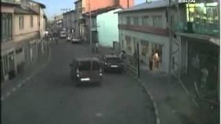 getlinkyoutube.com-Saldırı Anı - 6 Teröristle Tek Başına Çatışan Özel Harekat Polisi Faciayı Önledi!