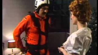 getlinkyoutube.com-Beatrice Richter & Diether Krebs - Fallschirmspringer landet im Schlafzimmer 1984
