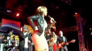 Mary J. Blige with The Roots Sings
