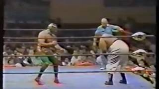 getlinkyoutube.com-Mil Máscaras vs Abdullah the Butcher  ★1979