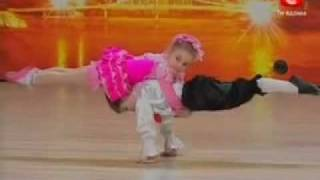 getlinkyoutube.com-5 year old amazing dancers - must see this wonderful dance