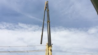 getlinkyoutube.com-神業! はたらくくるま クレーン車による電柱の交換作業 タダノ ラフテレーンクレーン