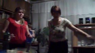 getlinkyoutube.com-ЖЕСТЬ Пьяная мать устроила тусовку дома